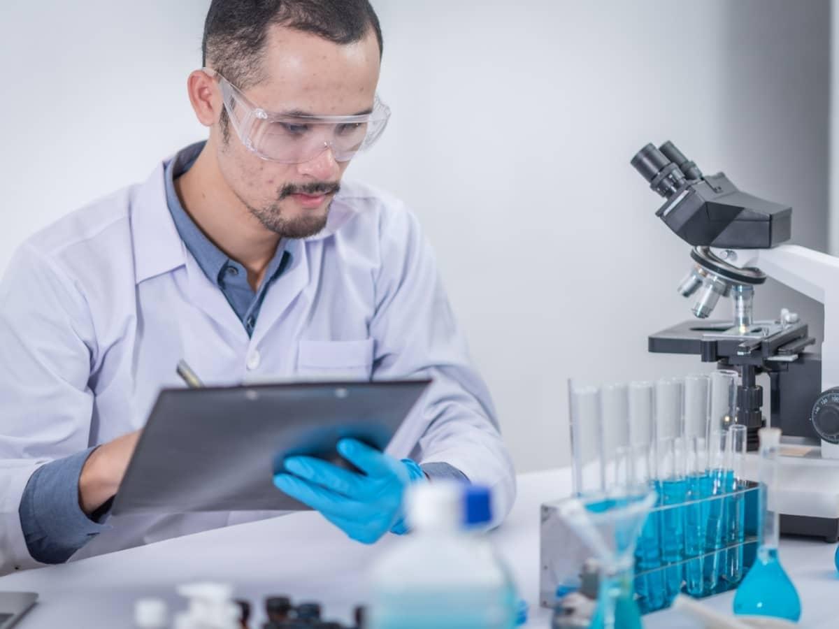 Chercheur scientifique Vitamine C Amaël MALLEMONT Pôle Santé les Pléiades